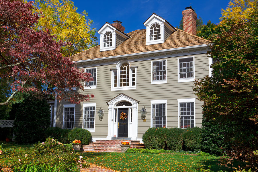 Georgian/Colonial revival style home in the Autumn